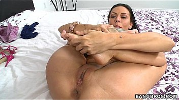 Rachel Starr Working Her Sexy Toes, Gives Incredible Footjob (fj9090)