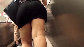 big butt miniskirt in public