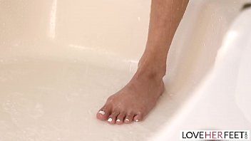 Watch Cheating Latina Loves Her Toes Being Sucked Whilst Cumming preview