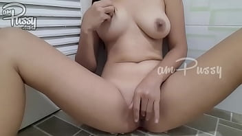 Masturbation of an amateur girlfriend with shaved pussy