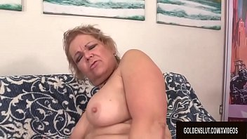 Watch GILF_Kelly_Leigh_Fucked_by_a_Machine preview