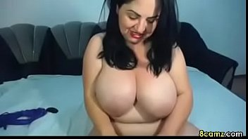 Fat girl fingers her pussy