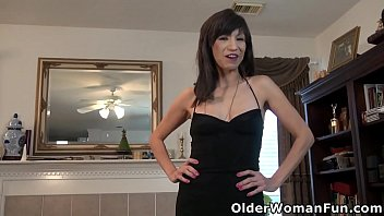 American milf Sahara exposes her skinny body and fingers her shaven cunt (now available in Full HD 1080P). Bonus video: US milf Stacy.