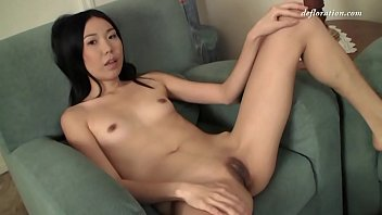 A young Asian woman proves her virginity and then masturbates hotly. She shows how she does it every day at home! Let's spy on a virgin?