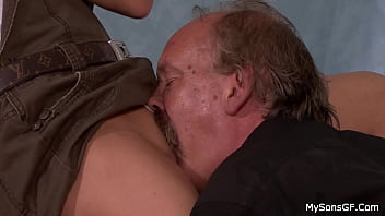 The old man licked the pussy of the beauty and fucked her