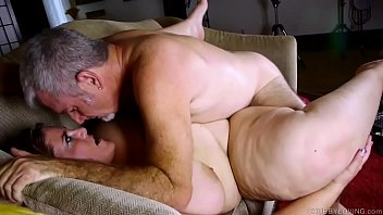 Dick loving chubby chick loves sucking and fucking for a facial