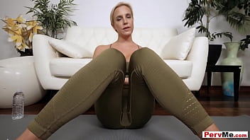 Blonde MILF goddess Sophia West offers her perfect ass for a doggystyle quckie