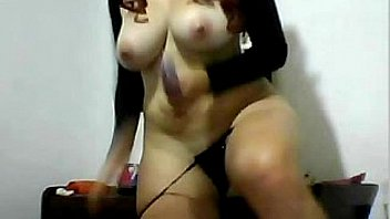 Nude girl playing with holes until she cums