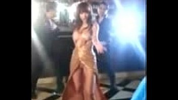 Anushka Sharma Boobs Shown During Shooting, Hot Cleavage Must Watch this Video