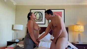 Colombiana La Paisa fucked hard while working at the hotel! Gets creampie after sucking dick