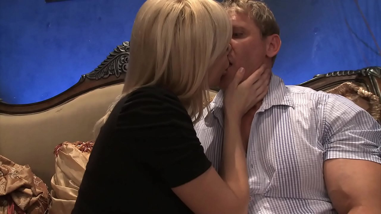 Amateur Shared Wife Threesome