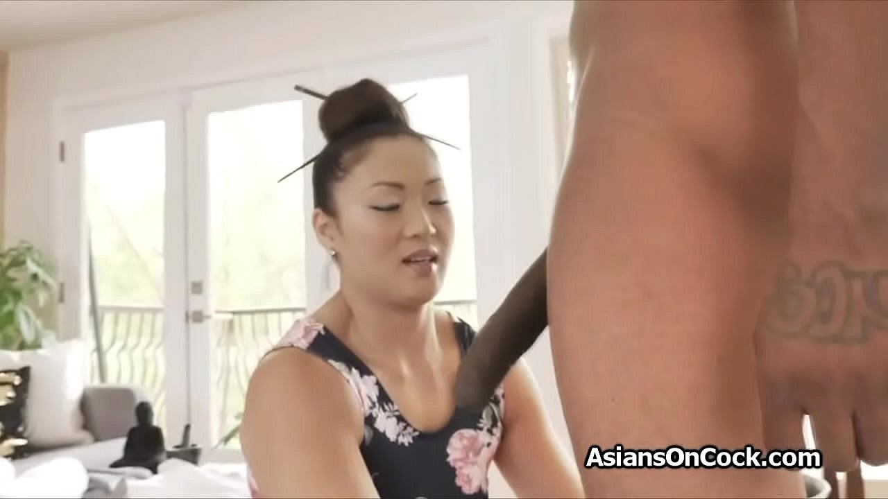 Hot Asian Amateur Masturbate