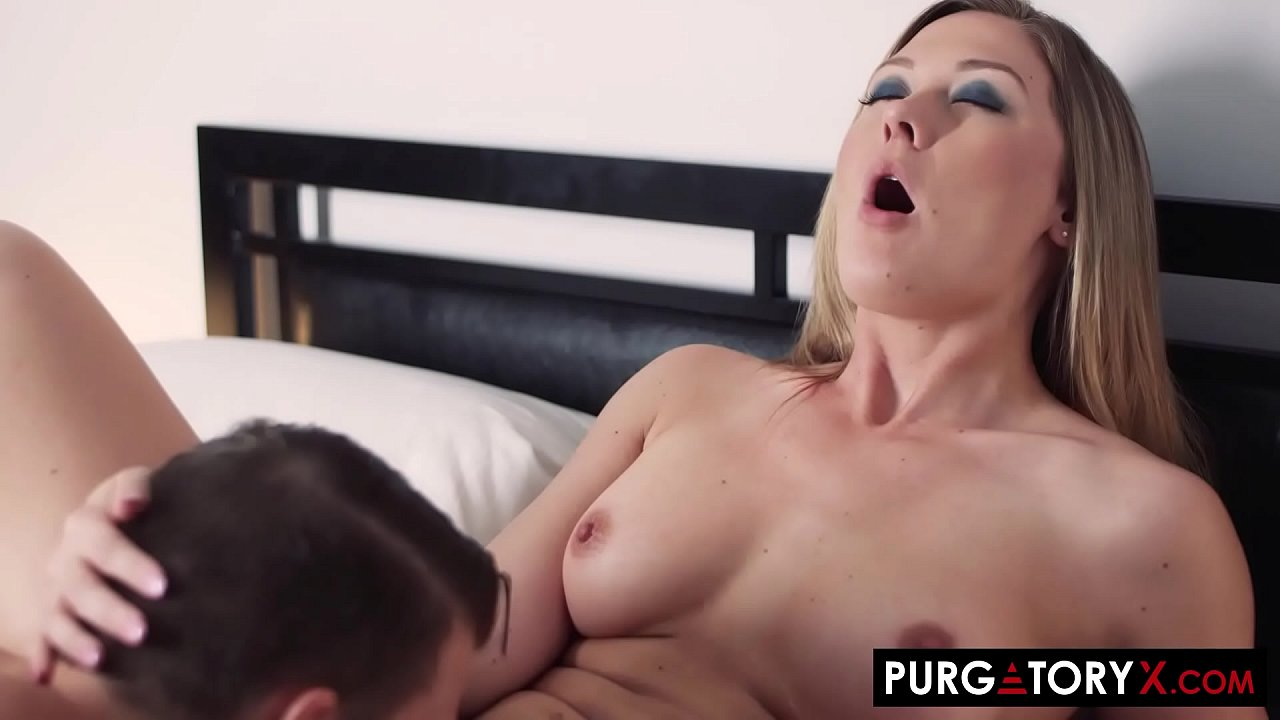 Busty blonde picked up a random guy to fuck at the bar