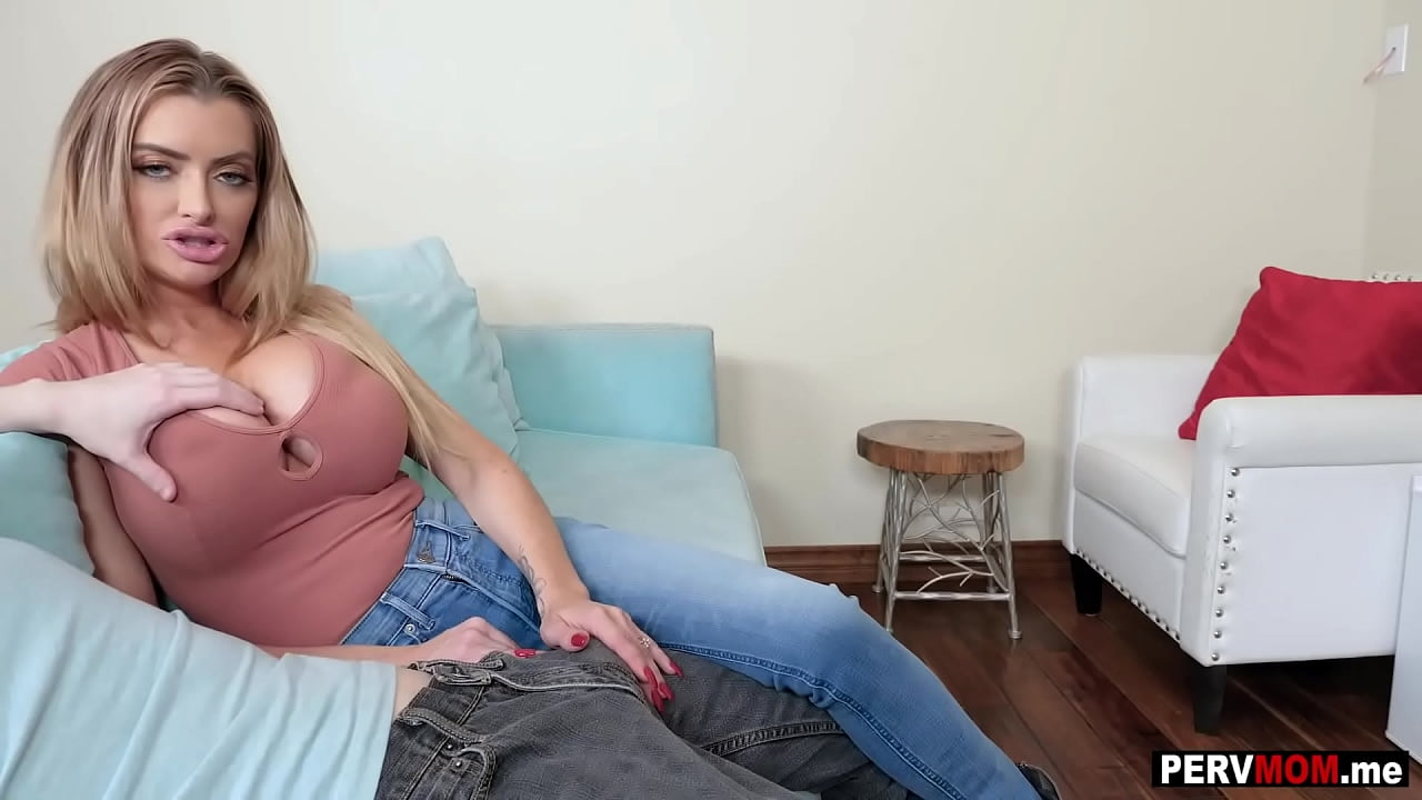 Gorgeous Milf With Hairy Pussy Gives Blowjob On The Couch