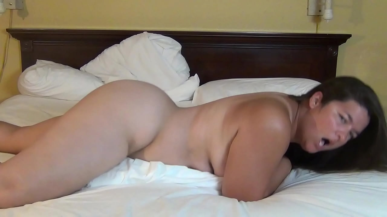 Amateur Pillow Humping Orgasm