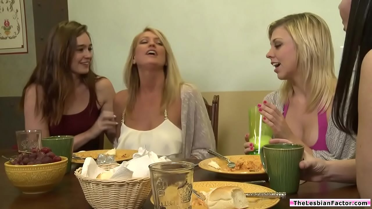 Young Lesbians Eating Pussy
