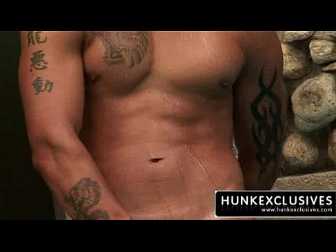 muscle hunk naked