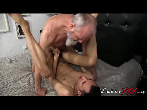 Twink seduces old man