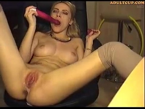 Hot Girl Played With Dildos Pussy And Anal