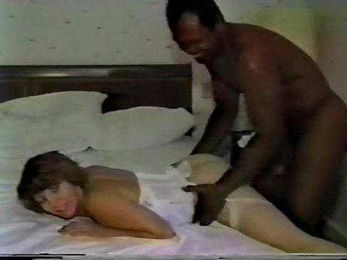 White mature mom fucks black boy