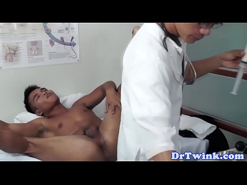 Asian twink md uses speculum on patient