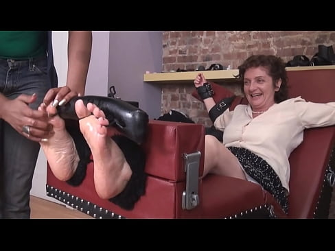 Mature Smelly Feet Worship