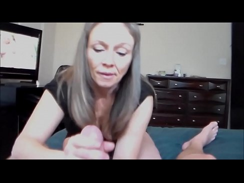 Mom Teaches Pussy Eating