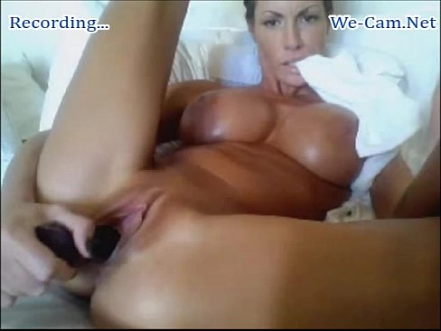 Sexy milf playing on cam