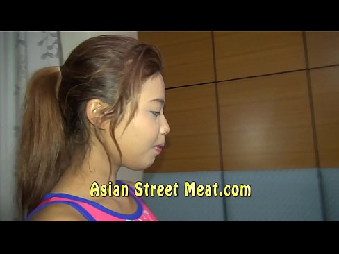 Thai teenager accepts the taste of penis from her first customer 7