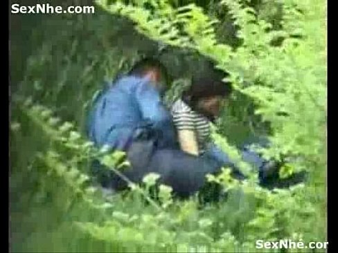 Vietnamese students fuck in the park [ AnhSex.Net ]