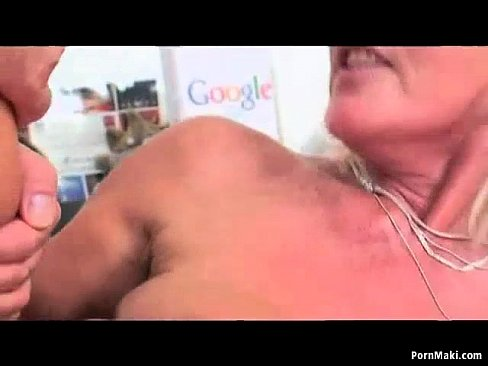Hairy mom squirting