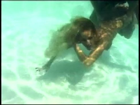 Robyn Foster loves to have Sex Underwater
