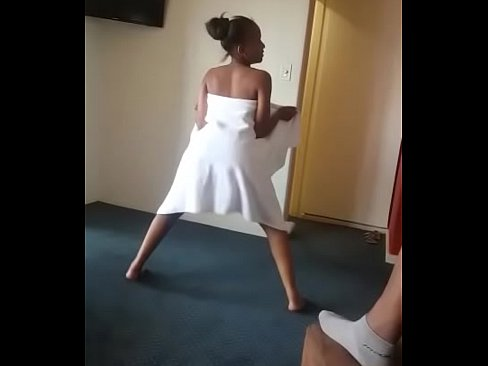 Women naked curvy dancing