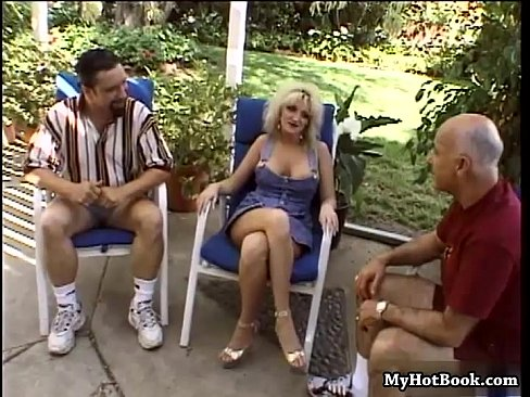 College threesome xvideo