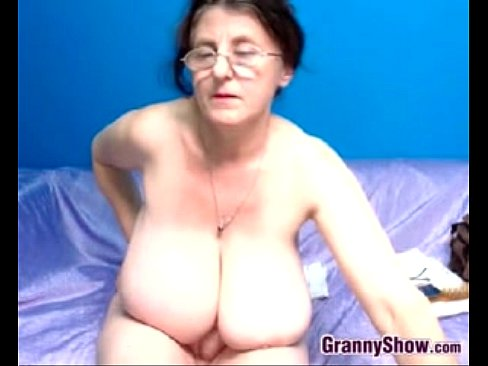 Desi mature aunty giving blowjob and fucking