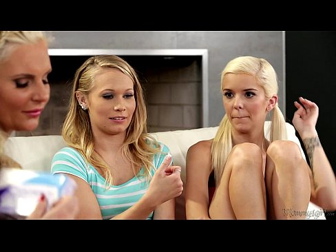 Halle Von, Dakota James and Phoenix Marie at Mommy's Girl