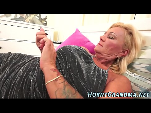 Gving a girl squirting orgasm
