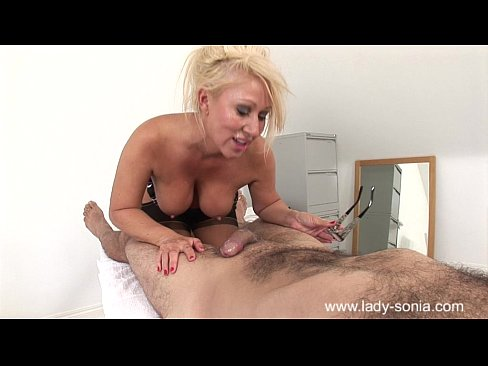 Perfect milf Mia Makepeace performs the greatest blowjob of all time