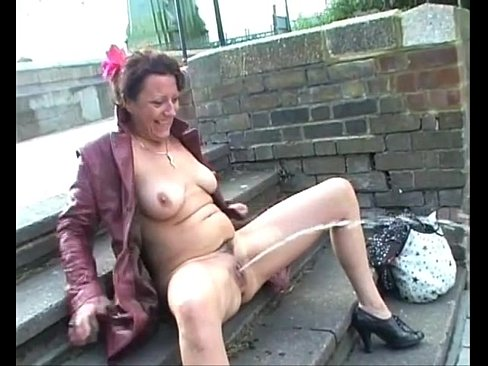 mature female exhibitionist
