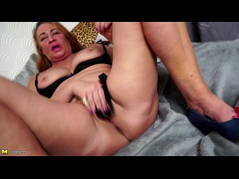 Sexy granny squirt toying solo