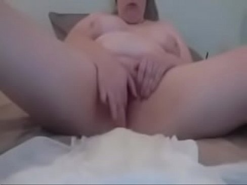 BBW plays with herself in diaper - Pumhot.com