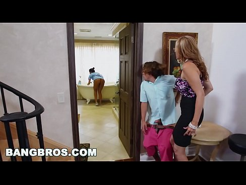 BANGBROS - Stepmom threesome leis an Latina maid Abby Lee an Bhrasail