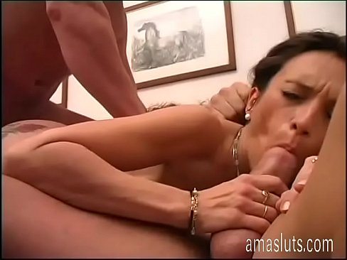 Woman in threesome