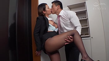 The men's reasoning collapses as they indecently play with Natsuho Imai while enjoying the texture of the pantyhose to the fullest. https://bit.ly/3zxNltX